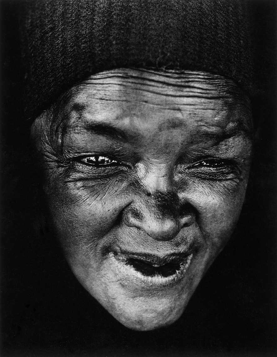 2-Homeless-African-woman-in-Sea-Point