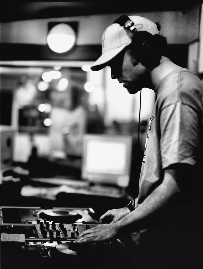 DJ-Shadow---April---2002-new-website